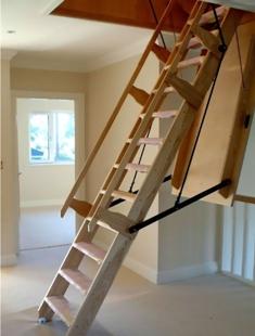 Чердачная лестница на чердаке в Евпатории